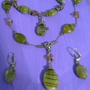 Jewelry - Green marble like 3 piece set